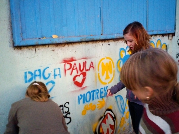 The students try out their new stencils that they learned to make in the workshops.