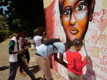 Cape Verde 2011: Students in the capital Praia work on a mural