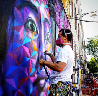 Joel Artista painting; Photo by @slimjim72