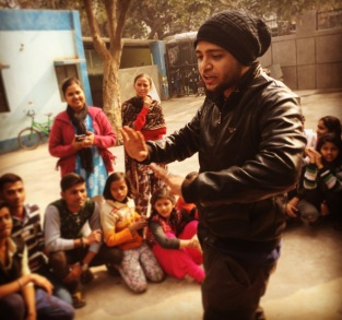 Kevin Bachti of Kid Powered Media leading a workshop in Delhi