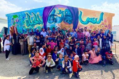 Azraq Syrian Refugee Camp, Jordan 2019: The power of art to unite the community! Joel has been supporting the Artolution Syrian artist team and the children of Azraq Camp through a partnership with UNICEF.